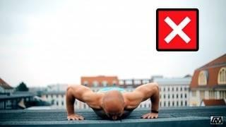 """自重アドバイザー@koga on Instagram: """". . 【腕立て伏せは腕を使わない】 .  本来腕立て伏せ(プッシュアップ)は腕を鍛える為ではなく、上半身を鍛えるトレーニング。 .  特に大胸筋を鍛える目的で腕立て伏せを行う。 .  普通に腕立てをするだけでは、単に体を揺するだけの動作でなんの効果も得られない。 .…"""" (58608)"""