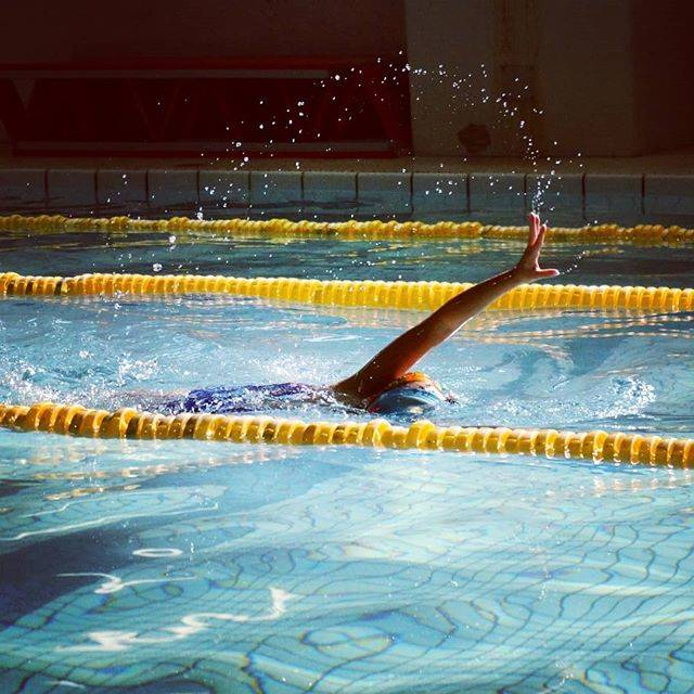 "fmk on Instagram: ""🌊弧をえがく🌊🌊スイマー🌊  素敵なfreestyleでした❤❤❤ #子ども  #こども #水泳 #スイマー #プール #クロール #kids #kidstyle #ig_kidsphoto #freestyle  #pool #splash #water #swimming…"" (60285)"