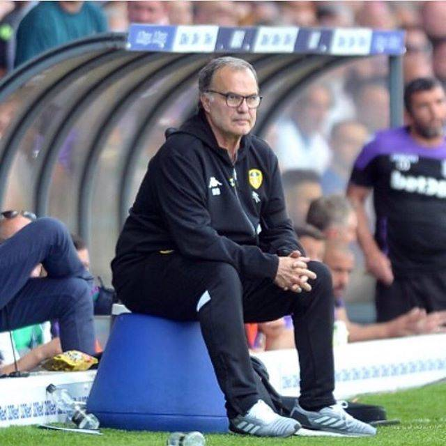 Bielsas BucketさんはInstagramを利用しています:「Day 64 - I wish I was as committed to my job as I am to posting the same picture of Bielsa every day #leedsunited #leeds #united #lufc #mot…」 (61156)