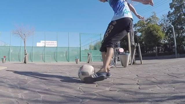 """今村 優希 on Instagram: """"2018年初ラボーナ⚽️ 最初の、今までで一番飛んだな。 多分これフェンスなかったら30メートル超えてるんじゃないか?まじで笑 あとの2つはちょうど1年前の動画👍  #freestyler #soccer #サッカー #シュート #ラボーナ #rabona #バー当て…"""" (63898)"""