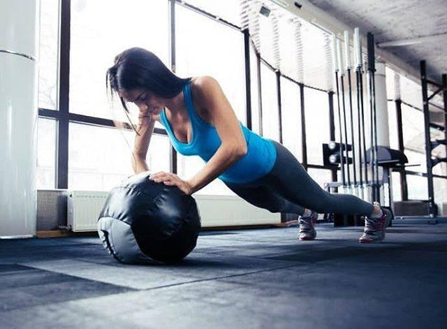 """自重トレーナー@koga on Instagram: """". . 【インクラインプッシュアップ】 .  胸筋下部を鍛える為のトレーニング。 .  この部位を鍛える事で美しい 胸筋を作り上げる事ができ、 体の基礎代謝もUPする! .  初めはイスなどを使い状態を安定させ、 手の幅は肩幅より小さくとる。 .…"""" (67337)"""