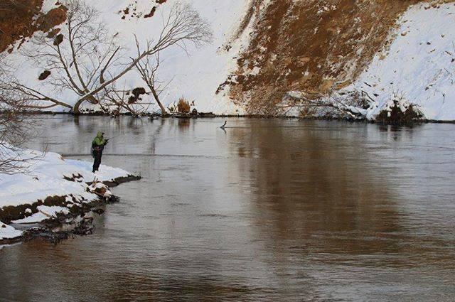 """Takita Kazuo on Instagram: """"『 #川釣り 』釧路川でルアーを振っている釣り人を見かけた。アメマス狙いで、もしかしてイトウが来ることもありそうな…。😄 #釧路川 #アメマス #イトウ #ルアーフィッシング"""" (67718)"""