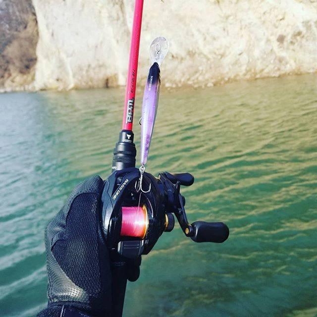 """Eisen on Instagram: """"池が凍ってるので川にきたけどデコでした!ダウズビドーで釣りたい!#jackall #shimano #シマノ#bpm #bpm2ピース #バスワンxt #ダウズビドー #ババタク明滅レーザー #赤bpm #馬場拓也 #gtrピンクセレクション #釣り #バス釣り…"""" (67721)"""
