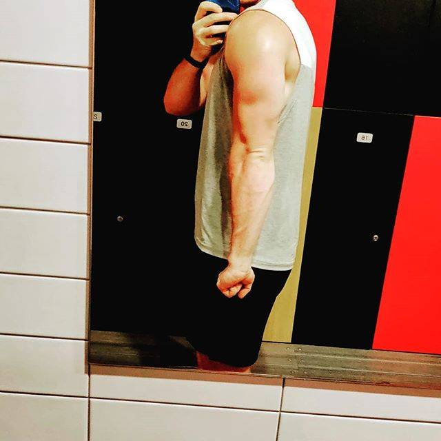 "The Headless Physique on Instagram: ""Triceps are really coming through, still have abit more fat to lose and that's when they will really shine. Slow and steady. #week1of5"" (68125)"
