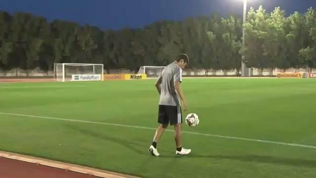 """槙野智章 Tomoaki Makino on Instagram: """"サッカーって難しいね。もっともっと練習して上手くなろ。みんな、練習は大事だぞ!#トラップ#槙野智章 #乾貴士 #makino"""" (69548)"""