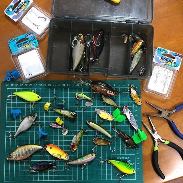 """shozo kishimoto on Instagram: """"初釣り初バス以降…一か月以上全然釣れない。魚の姿すら見てない。今日も行ったけど寒くてすぐにギブアップ。よく見たらフックが錆ダラけ…。錆てるからとりあえずフック交換。  今度釣れるのはいつやろ?#fishing#lure#pic#photo#photooftheday…"""" (71136)"""
