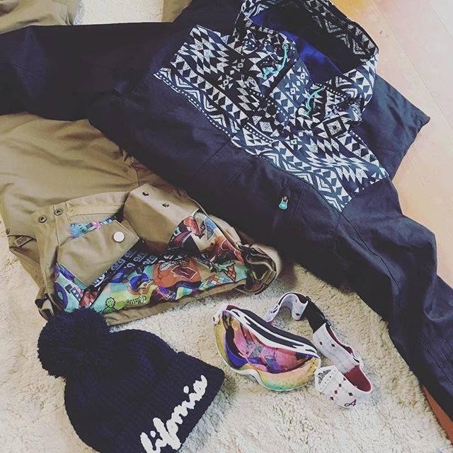 """@saoty on Instagram: """"🏂15年ぶりにスノボウェア1式新調❣️ 子どものスキーウェアと合わせてお金💰飛んでった〜ヒラヒラ〜  経済まわしてるわ〜 ズボンのウエストのパウダーガードの生地が可愛くてお気に入り🤗 久しぶりのスノボ楽しみだ!! #オカンLIFE #スノボ #スノボウェア #久しぶり過ぎて…"""" (71504)"""