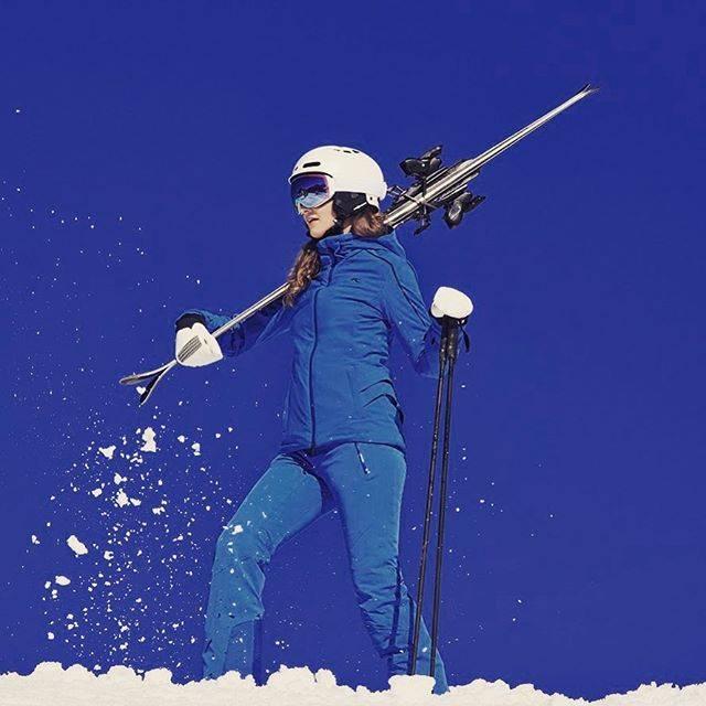 """KJUS on Instagram: """"女性らしい美しいシルエットが魅力のレディーススキーウェアです。パンツもジャケットも4方向ストレッチ素材を使用し、卓越した運動性を実現しています。カラーバリエーション豊富で様々な自分好みの色から選択できます。"""" (71506)"""