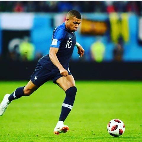 """@takecsteed on Instagram: """"昨日の試合は面白かった。やっぱ決勝は別物だな。ユーロもこのまま行くんじゃないって勢い。エムバペビッグクラブ移籍するんだろうな。それも楽しみ。#フランス優勝 #強かった #面白かった #ワールドカップ #エムバペ #ムバッペ #どっちだよ #全盛期のアンリを思い出す #バネ感"""" (71712)"""