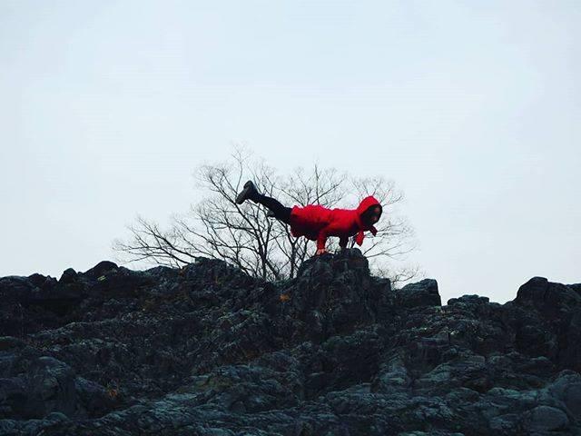 "Megumi Sakamoto on Instagram: ""On the rock!#crocodile #contortion #contortionist #japanese #balance #rock #nature #コントーション #クロコダイル #握力 #腕力 #バランス #群馬 #赤ワンピース #岩場 #自然"" (72343)"