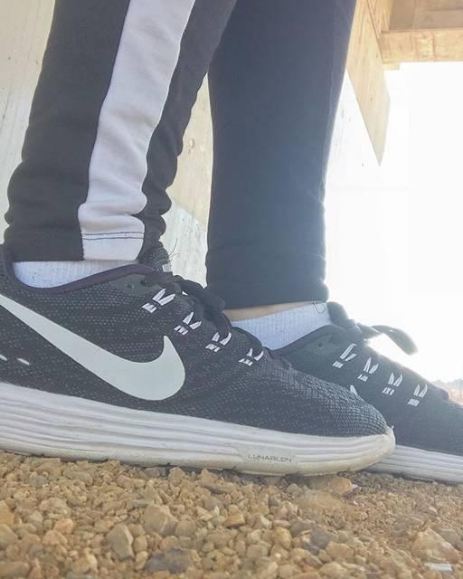 """あおいの on Instagram: """"👟① ・ ・ ・ 最近お気に入りのNIKEの靴っつっつっを知って欲しかったんです。決してテスト勉強したくなかったから散歩しに行って橋の下で撮った写真とかではないです。決して。うん。現実逃避とかじゃないから。 ・ ・ 歩きやすいし、スポーティーやし、黒白やから使いやすいし(…"""" (72726)"""