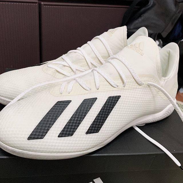 """SHU-HEY on Instagram: """"先週の土曜日に買ってきた!  アディダスX レアル・マドリードカラー! これ履いて早速夕方から個サルー!  今日靴紐も安定のAMOに変更!  軽すぎてビビった! 体育館用もそのうち買う予定!笑  #フットサル #アディダス #アディダスエックス #アディダスx…"""" (73428)"""