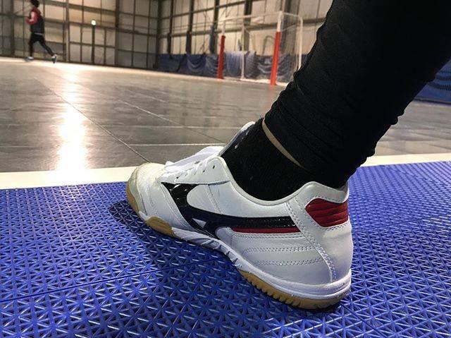 """てつ on Instagram: """"お財布に優しくない フットサルシューズ 3足目ゲット  #japan #futsal #フットサル #フットサルシューズ #shoes #futsalshoes #mizuno #モレリアin #morelia #3足目 #1こ前モデル #現行型は…"""" (73988)"""