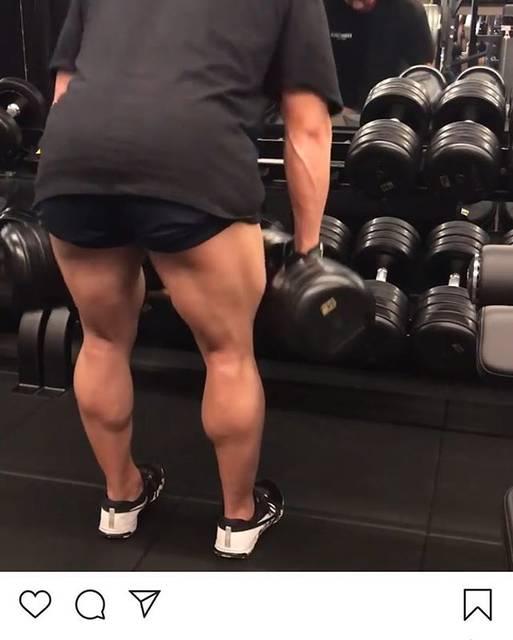"""KOUSUKE on Instagram: """"ダンベルでハムトレやったことなかったけど凄い効く @naoto_tkz IBFF Proの動画は勉強になります。 ラストのレッグエクステンションの100repはやばい😂 #weighttraining…"""" (75119)"""