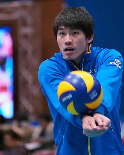 "roku on Instagram: ""10th February 2019Mishima City Gymnasium#星野秀知 選手 #torayarrows #東レアローズ #vleague #volleyball"" (75323)"