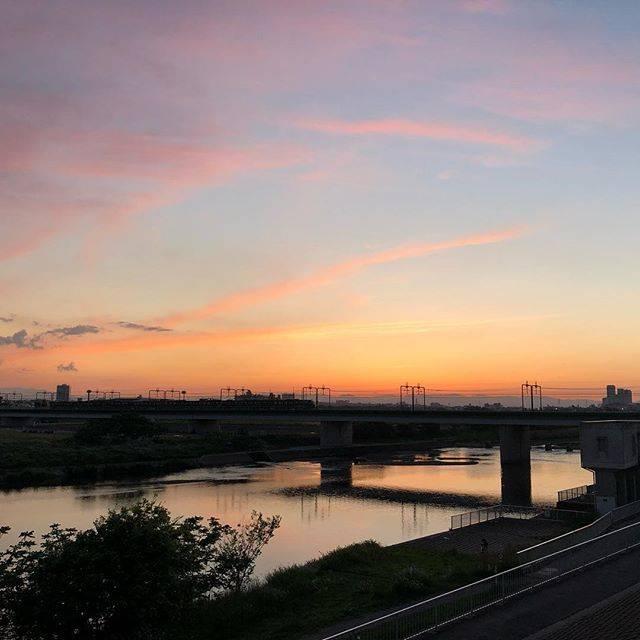 """sol on Instagram: """"夕暮れ #丸子橋 #ちゃりできた"""" (77221)"""