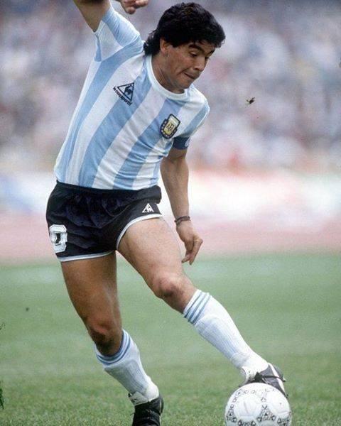 "Maradona el unico 10 on Instagram: ""Mira ese quiebre de cadera😮  #maradona #maradona10 #maradonateam #diegoarmandomaradona #diegomaradona #diegoesmundial #diegoquerido…"" (77837)"