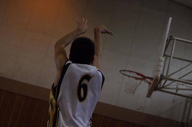 "Koki on Instagram: ""#バスケ#バスケットボール#bsketball #bsk#高校バスケ#ユニフォーム#シュートフォーム#ジャンプシュート#スリーポイント#スリーポイントシュート#3P#Canon#EOS80D#80D#一眼#一眼レフ#写真好きな人と繋がりたい #ファインダー越しの私の世界…"" (78822)"