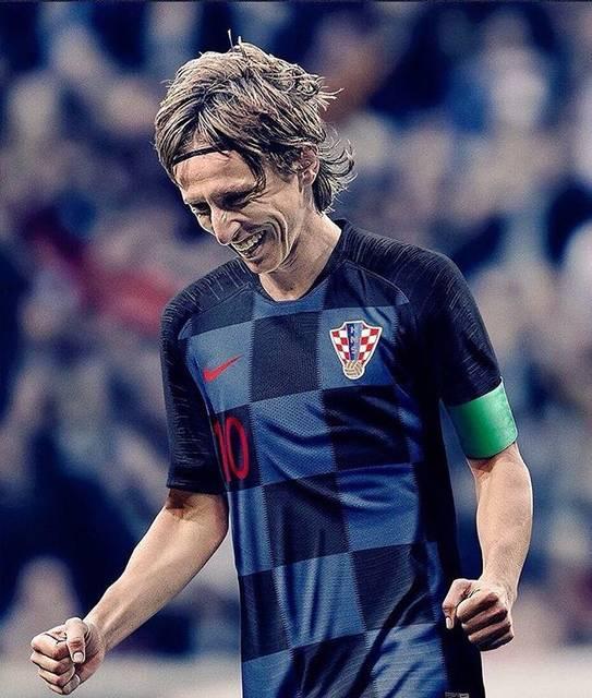 """beckash91🇯🇵 on Instagram: """"6歳の時、祖父が射殺された。家族は戦争で難民となった。手榴弾の爆音の中で育った。コーチがサッカー選手になるには弱すぎると言った。そして今日、モドリッチはクロアチアをワールドカップ初の決勝進出へと導いた。#ワールドカップ#W杯#FIFA#クロアチア#モドリッチ"""" (80906)"""