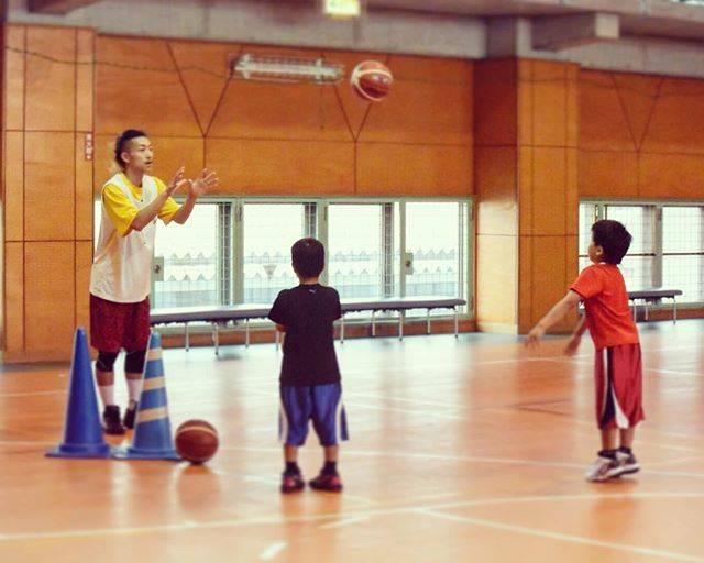 "HIROYUKI on Instagram: ""#HIRO #FRONTIER #1 #basketball #school #バスケ塾 #パス #チェストパス #4回目 #クリニック #小学生 #子供 #毎週火曜日 #17時半から #19時まで #ジムナシオン成田"" (81915)"
