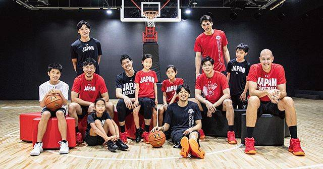 "FLY Magazine on Instagram: ""UNDER ARMOURから「AKATSUKI FIVE」公式アイテムの新作が登場!#AkatsukiFive #UnderArmour  #JAPAN #BASKETBALL #NATIONAL #TEAM #MENS #篠山竜青 #田中大貴 #比江島慎 #渡邊雄太…"" (82784)"