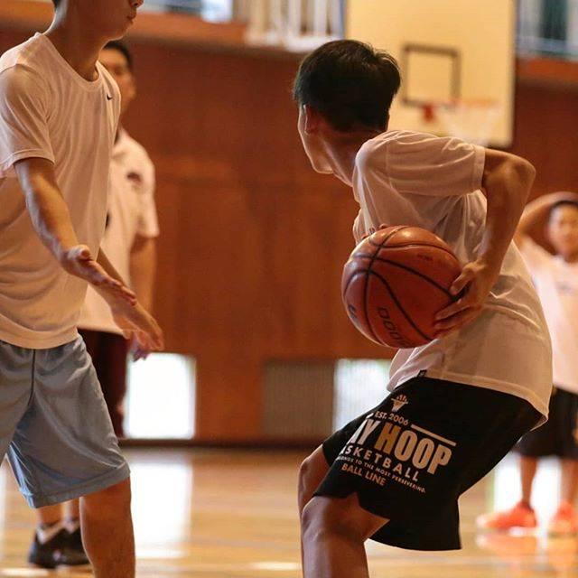 """Atsu.M / Atsushi Mishina on Instagram: """"お盆も関係無しでバスケ三昧の日々🤣  夏合宿で二日間泊まりで練習 中学校の引退した3年生たちが お手伝いに来てくれて本当に感謝🙏 キャプテンだけど もうひとつのチームが試合あるので うちの子は初日だけの参加 いつもご迷惑をおかけしています😓  スタンス構えたとき…"""" (83187)"""