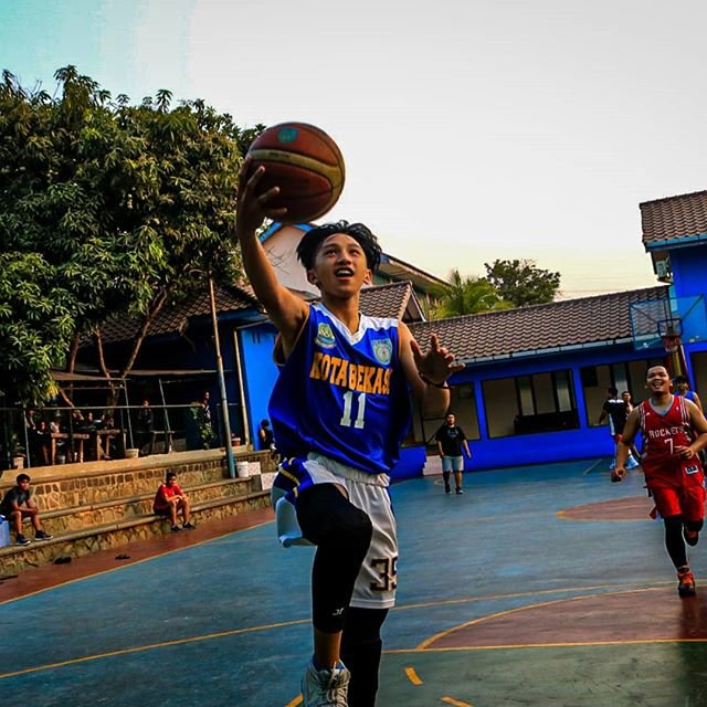 "BRICKS GRAPHY on Instagram: ""Easy Lay up.....#bricksgraphy#basketball#wideopen#fastbreak#kotabekasibasketball"" (85388)"