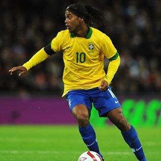 "ronaldinhoファン on Instagram: "".respect..#ronaldinho #soccer #love#ロナウジーニョ #サッカー #いいね返し #respect"" (85967)"