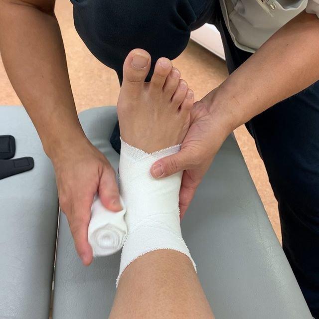 """Shiori Inoue on Instagram: """"こんばんわ! . 今日午前中に接骨院へ。 足の状態は良くなってるみたいで固定取れました✌️ サポーターか、バンテージ、どっちが歩きやすいか試してみてバンテージになりました。 今の歩き方だと、また足首痛める可能性が高いみたいなのできちんとリハビリしないとね。…"""" (87239)"""