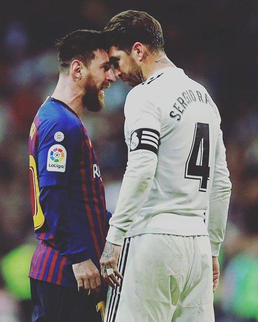"FootCastle TV on Instagram: ""🔥 THE FIGHT 🥊#エルクラシコ #レアルマドリード #バルセロナ #セルヒオラモス #メッシ #elclassico #realmadrid #fcbarça #sergioramos #leomessi10"" (87482)"