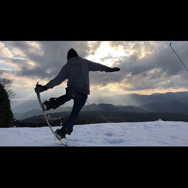 """紅音 on Instagram: """"雪山で働きたいねー  #l4l #ftwo #686 #volcom #tnt #union #グラトリ #good #いいね #スノボー好きな人と繋がりたい #followme #gopro #goproのある生活 #스노보드 #스노우보드 #スノボー…"""" (96051)"""