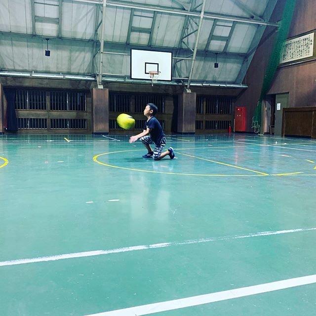"BRAVE on Instagram: ""キャッチの練習!!今年の6月頃から入った唯一の1年生✩.*˚凄い早さの上達とやる気を見せてくれます(*´艸`*)子供の成長は素晴らしいですね( *´꒳`*)♡#ドッジボール#綾部"" (96698)"
