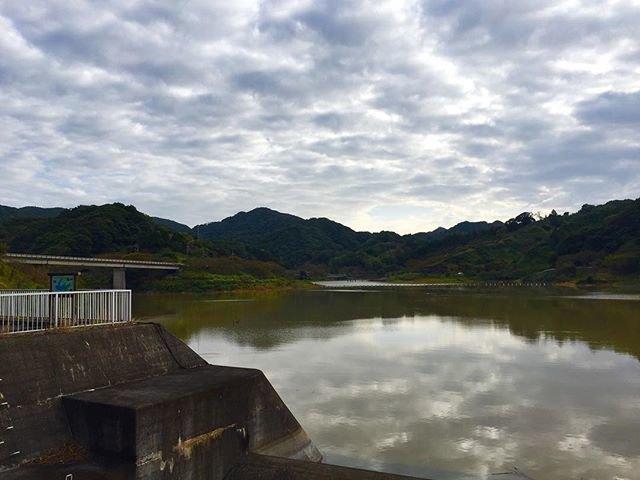"N Kogami on Instagram: ""佐久間ダム 撮影場所:安房郡鋸南町上佐久間 撮影日:10月8日 この週末は久々に晴れの予報でしたので、房総へプチ登山に向かいました。 朝6時に出発し、7時半には登山の出発地点である、この佐久間ダムに到着。…"" (100001)"