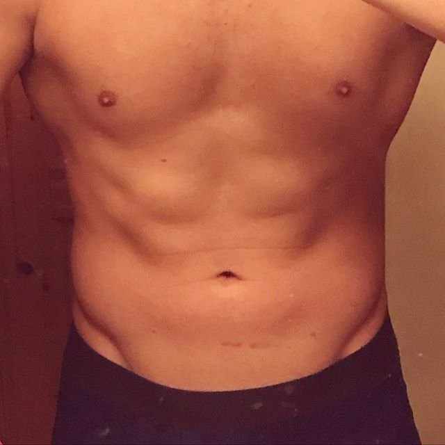"Kazuki on Instagram: ""お腹の日(中) 【お腹】 #HIIT 8分 #アブローラー (膝コロ) 12回×2セット #ドラゴンフラッグ 11回×2セット #レッグロール 20回×2セット #belly #home #workout #training #bodymake #お腹 #家トレ #筋トレ…"" (100770)"