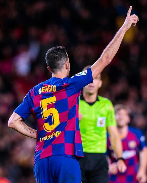 "FC Barcelona on Instagram: ""⚽️ Goal and 5th player with most appearances 5️⃣5️⃣0️⃣. 👏 Sergio entra en el Top-5 culé de jugadores con más partidos 🕺🏻 Sergio entra al…"" (100805)"