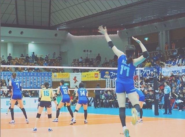 """あ on Instagram: """"*.*.2019.12.30*.*.まゆちゃん✨*.#石川真佑 選手#東レアローズ#17#サーブ#Volleyball#Vリーグはバレーだよ"""" (101628)"""