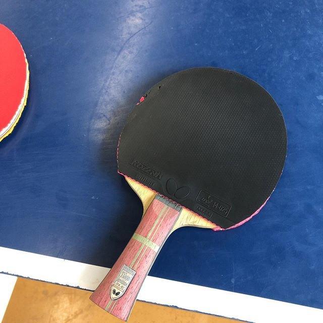 """ただ卓球が好きな人 on Instagram: """"今日は中古ですが、アポロニアzlcを 購入しました👏  打った感じzlc‼︎って感じでした。 個人的にzlcは硬いので苦手なのですが ブレードが薄いので木との一体感があってとても打ちやすかったです。  ちなみにラバーは両面ロゼナです。 ロゼナと合いますね!…"""" (104339)"""