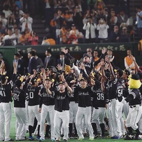 "Rick van den Hurk | リックバンデンハーク on Instagram: ""🏆JAPAN SERIES 2019 CHAMPIONS🏆  Together we did it! 4 straight wins. Tonight we @softbankhawks_official celebrate the 3rd Japan Series…"" (108589)"