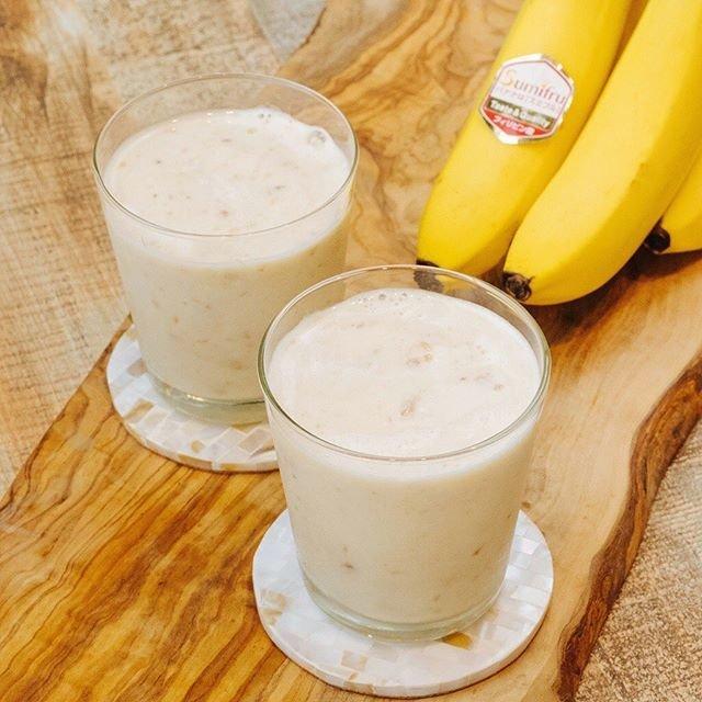 """Sumifru on Instagram: """"【スミフルおすすめ!バナナジュースレシピ♪】 #冷凍バナナで作る!濃厚バナナジュース * バナナをたっぷり2本使って作る濃厚なバナナジュース!凍らせたバナナと牛乳のみのシンプルな材料で、アイスのような濃厚なジュースに♪ #砂糖不使用 でヘルシーなのも嬉しいポイント! *…"""" (108772)"""