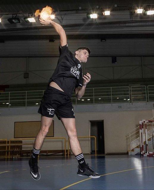 "US Orléans Handball on Instagram: ""#MatchDay ⬛️𝕱𝖔𝖗𝖈𝖊 𝖊𝖙 𝕭𝖗𝖆𝖛𝖔𝖚𝖗𝖊🖤 RDV 15h45 🖤 💻 @mthdiniz"" (109638)"