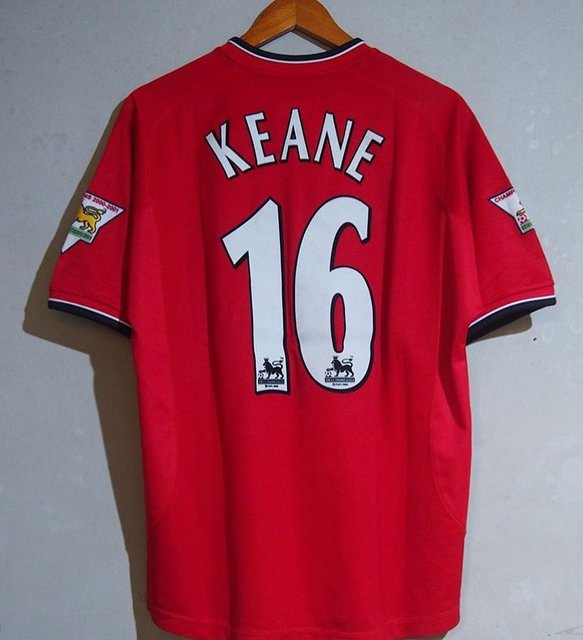 "Roy Keane on Instagram: ""Beautiful Jersey 🔥❤️ • • • • • • • • • #football #soccer #footy #433 #mufc #manchesterunited #manchester #legend #coach #tb #tbt #ireland…"" (111572)"