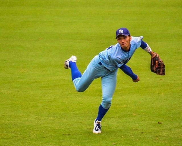 """HIDE on Instagram: """". 『バックホーム!!』 . . こんばんは🌃 今日は久々に野球の写真から!⚾️ . . 外野手の1枚です。 外野の見せどころといえば、矢のようなバックホームだと僕は思います!! . . 体全体を使って投げるのがいいですよね☺️. .  #一眼レフ  #カメラマン…"""" (112428)"""