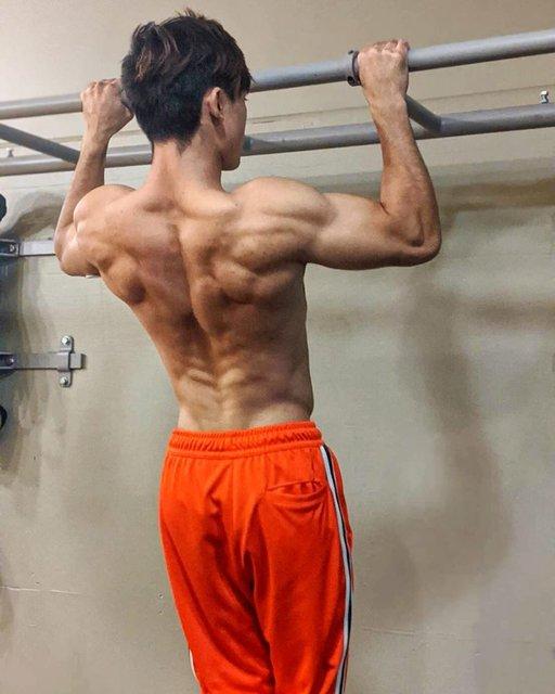 "JOE KALOOSTIAN_sw on Instagram: ""背中にクリスマスツリーできた🎄  @waseda_street_workout #streetworkout #training #calisthenics #pullups #pullup #back #ストリートワークアウト #自重 #自重トレーニング #背中 #懸垂…"" (112449)"