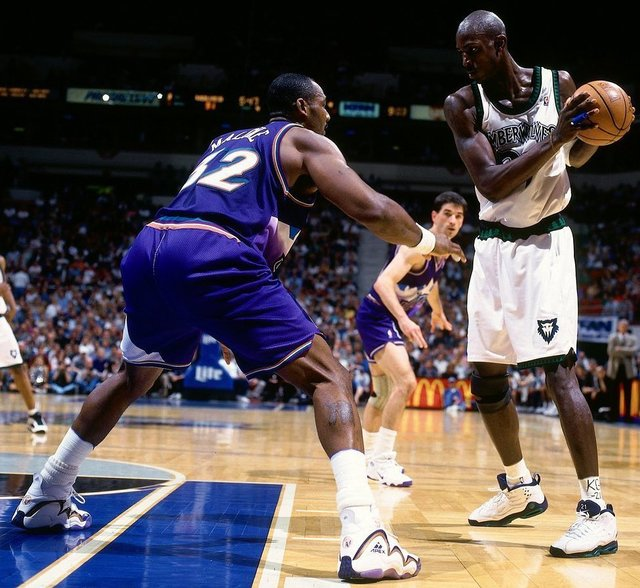 "@onfootarchives on Instagram: ""Nike Air Garnett worn by Kevin Garnett and APEX signature shoe worn by Karl Malone • 1997/8"" (113121)"