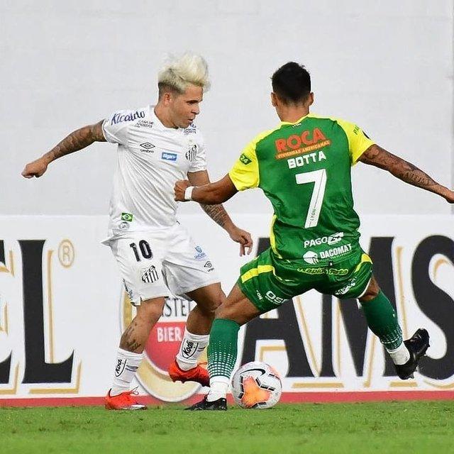 """Santista Mil Grau™ 🔵 on Instagram: """"Fim do primeiro tempo!  Defensa 1x0 Santos • Nós acréscimos, o Defensa que está estreando na Libertadores, em sua história faz um gol de…"""" (113722)"""