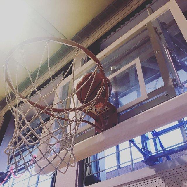 """Mayumi on Instagram: """". こう見ると、バスケットリングの直径が、 5号ボールの2倍あるのがよく分かるなぁ🙄 . 練習前に子供たちが、 「リングにボールが乗った〜😆」と喜んでました👌 . 実は昨年の11月より、 息子のバスケのクラブのコーチ陣に加わりました🏀 .  今は、他のコーチから、…"""" (117554)"""