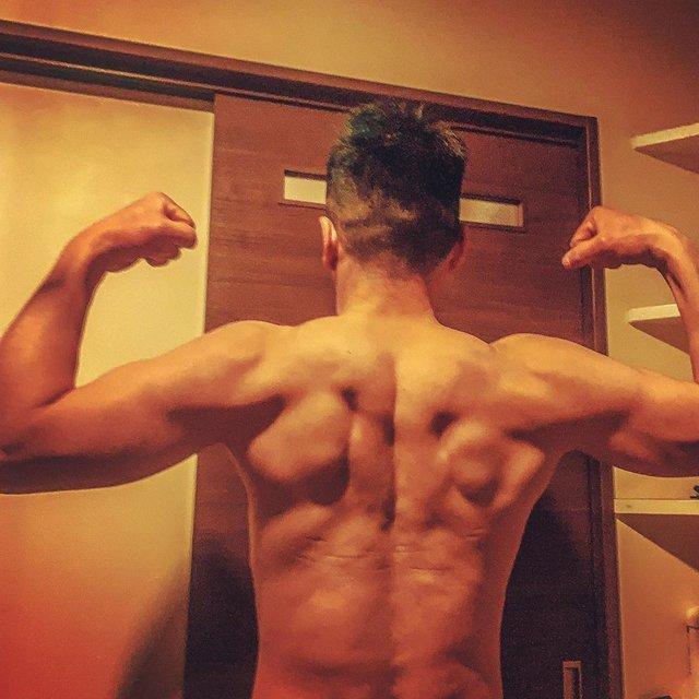 "Mitsuyoshi Hirata on Instagram: ""広背筋😎😂👎🏿 筋トレ初心者 40頑張っぺ🙇♂️ 目標💪 バーピージャンプ50回 懸垂 50回 腕立て70回 達成したら、筋肉番付、応募すっぺよ😂👍 、 、 、 #筋トレ#筋肉男子 #トレーニング #フィットネス #フィジカル #フィジーク #エニタイム #ダイエット…"" (119860)"