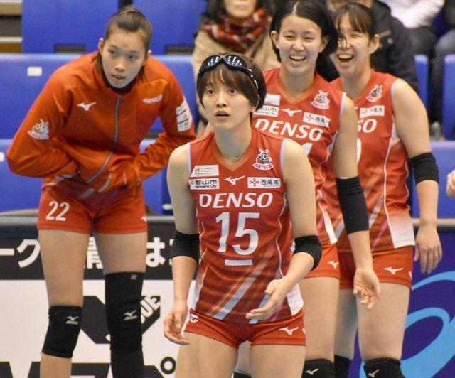 "Ayaka's Instagram photo: ""なんか昔のパイロットみたいで可愛い笑 (伝われ)  #鍋谷友理枝 #鍋谷友理枝選手 #デンソーエアリービーズ #densoairybees #denso #vリーグ #vleague #ワールドカップバレー #火の鳥Nippon #東京オリンピック #volleyball…"" (122685)"