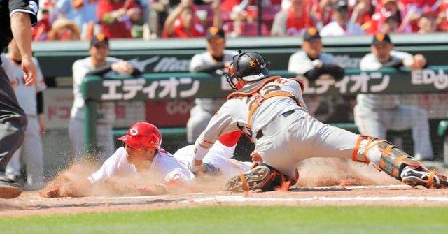 """Kosuke2 on Instagram: """"広島が同点に追いついた。1点ビハインドの三回。1死から1番田中が左翼線二塁打で出塁。続く菊池の鋭い打球を二塁手・中井がはじくと、田中は一気に三塁を蹴った。本塁は際どいタイミングだったが、球審の判定はセーフだった。  約4分半のリプレー検証が行われたが判定は覆らなかった。…"""" (123912)"""