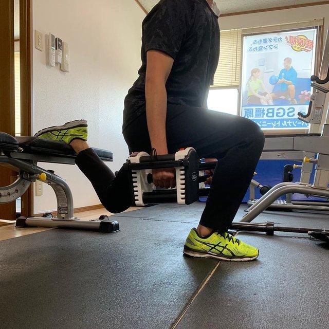 """SGB橿原 on Instagram: """"ブルガリアンスクワット!ダンベルを持つことで負荷が上がるのはもちろん体幹をうまく使わないとグラグラしてしまうため、筋力、バランスが必要です✨ ・ #japan#workout#diet #shapeup #training #bodybuilding #bestbody…"""" (126022)"""